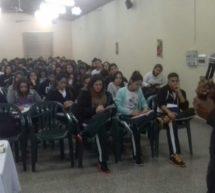 Charla con estudiantes sobre la realidad de los Pueblos Indígenas de Paraguay y su rol en la conservación de los bosques