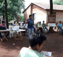 Integrantes de la Asociación de Comunidades Indígenas de Itapúa participan de unos talleres de formación en derechos fundamentales
