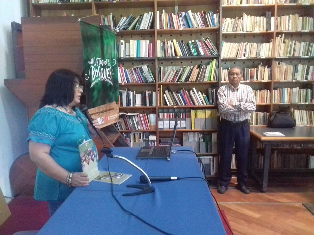 La dra. Mirta Pereira, asesora jurídica de la FAPI, en el momento de presentación del otro material.