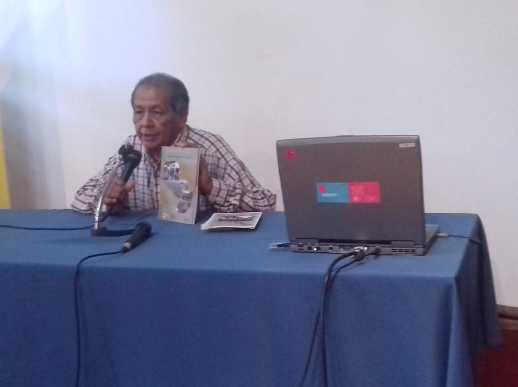 Don Hipólito Acevei, durante la presentación de uno de los textos.